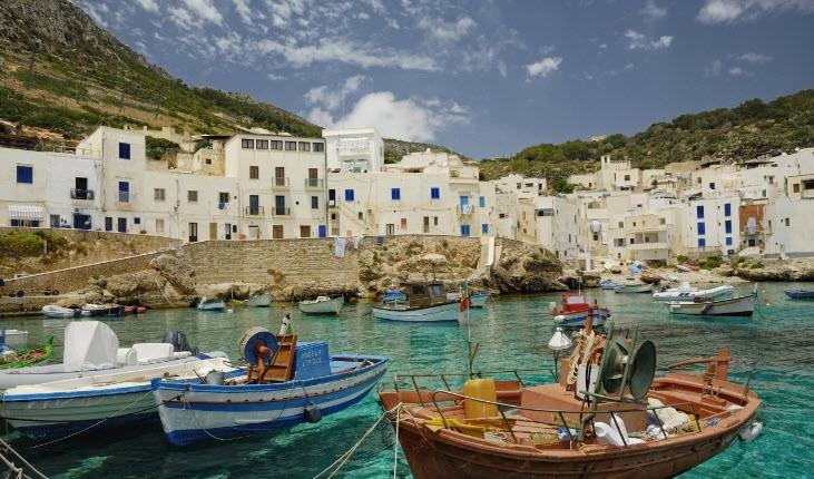 جزيرة صقلية الإيطالية أكبر جزيرة في البحر المتوسط