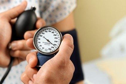 أعراض وأسباب انخفاض ضغط الدم وعلاج فوري للحالة