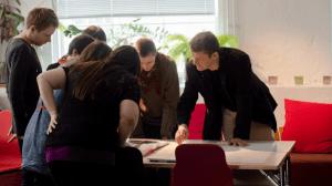 القيادة الإدارية والموظفين