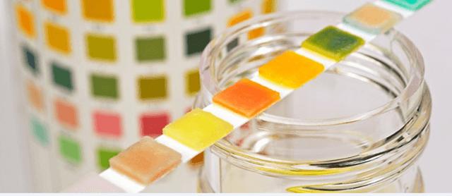 ما هي أسباب تغير لون البول؟