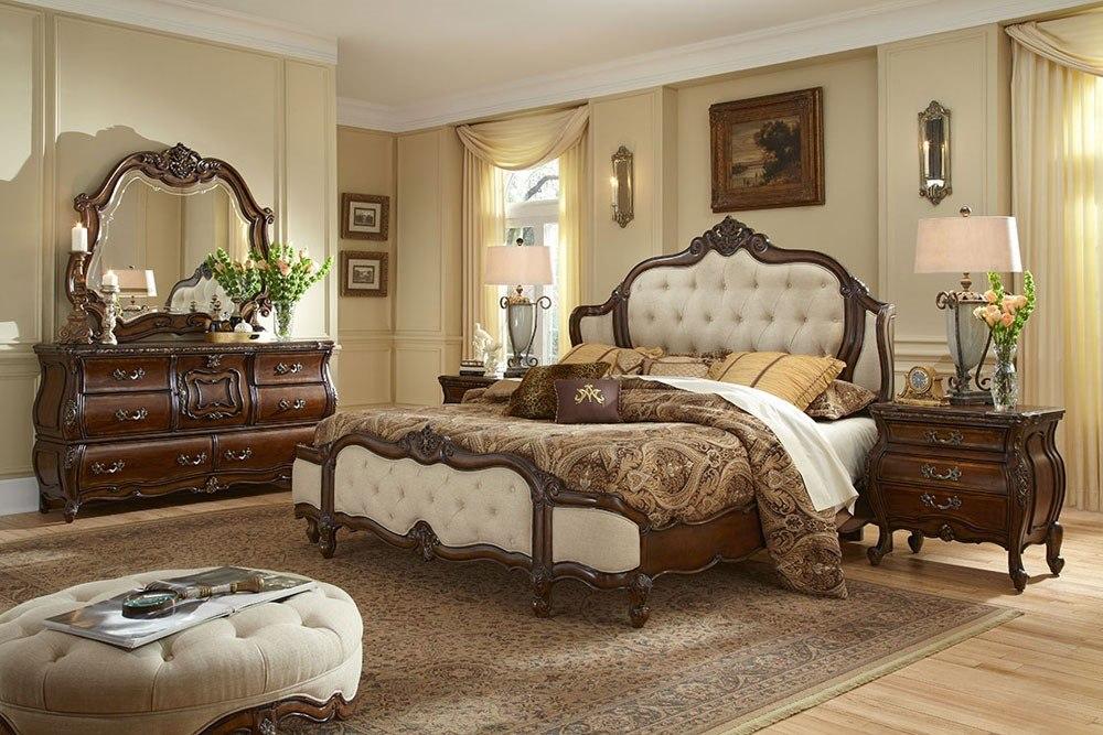 جناح ملكي من ثقافة وفن الأثاث الفرنسي مع سرير فاخر يجمع ما بين القماش العادي والجلد