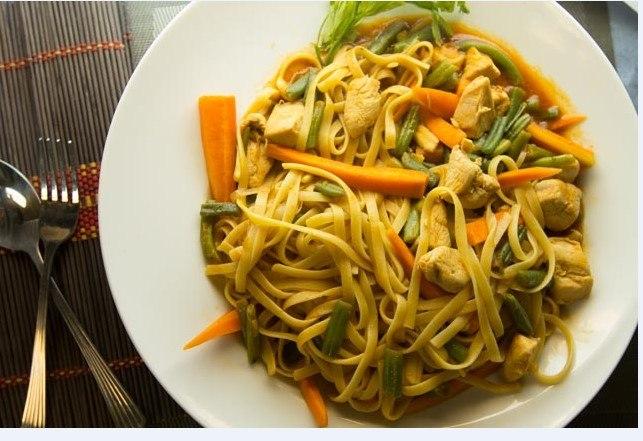 15 – وصفة نودلز بالدجاج والخضروات.