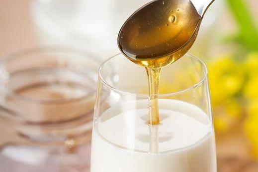 الحليب مع العسل