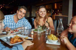 قواعد تناول الطعام في المطعم بطريقة صحية