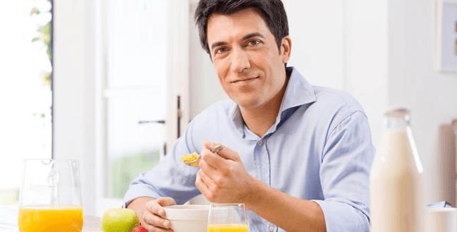 7 عادات خاطئة بعد الطعام يجب أن تتوقف عن ممارستها
