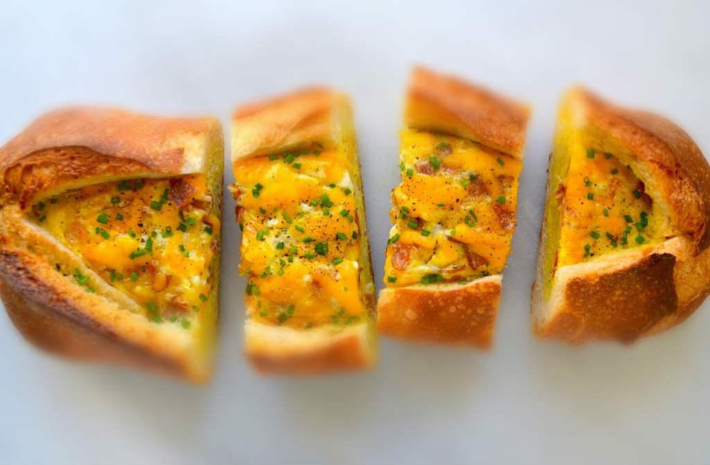 البيض المخبوز مع الخبز