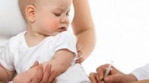 تطعيم الأطفال وارتفاع درجة الحرارة.. هل هذا أمر طبيعي ومتى يصبح خطير؟