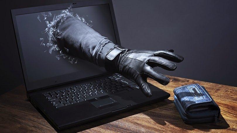 كيف تتجنب الاحتيال عن طريق الإنترنت والاتصالات