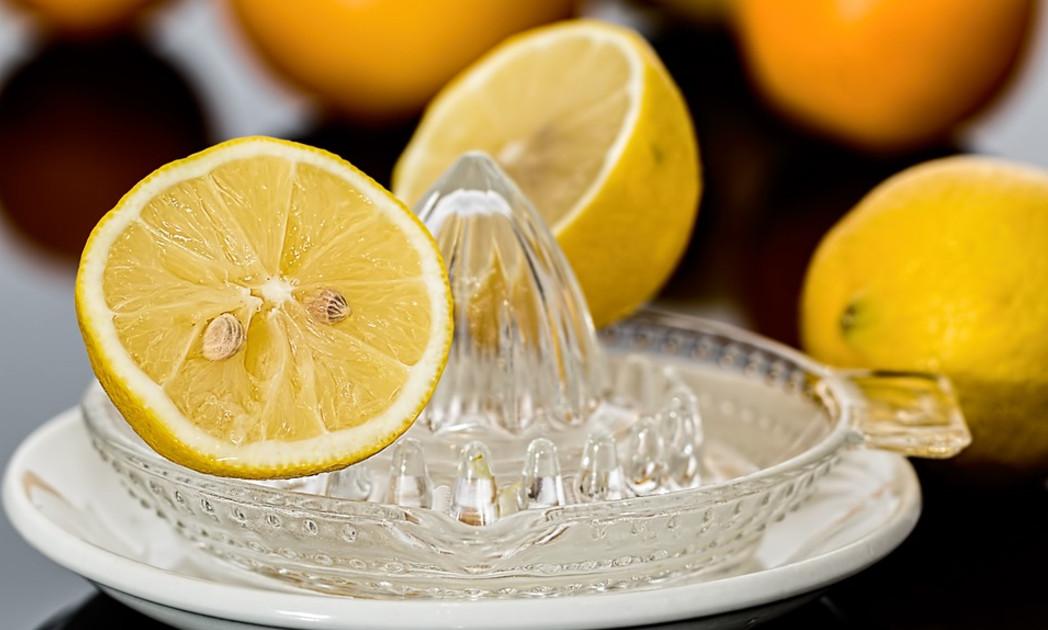 هل عصير الليمون مفيد للحامل وما الذي يمكن أن يقدمه من فوائد؟