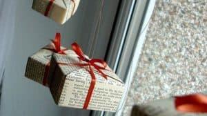 أفكار لتغليف الهدايا بأقل تكلفة