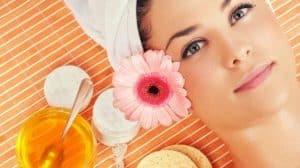 فوائد العسل للبشرة الدهنية