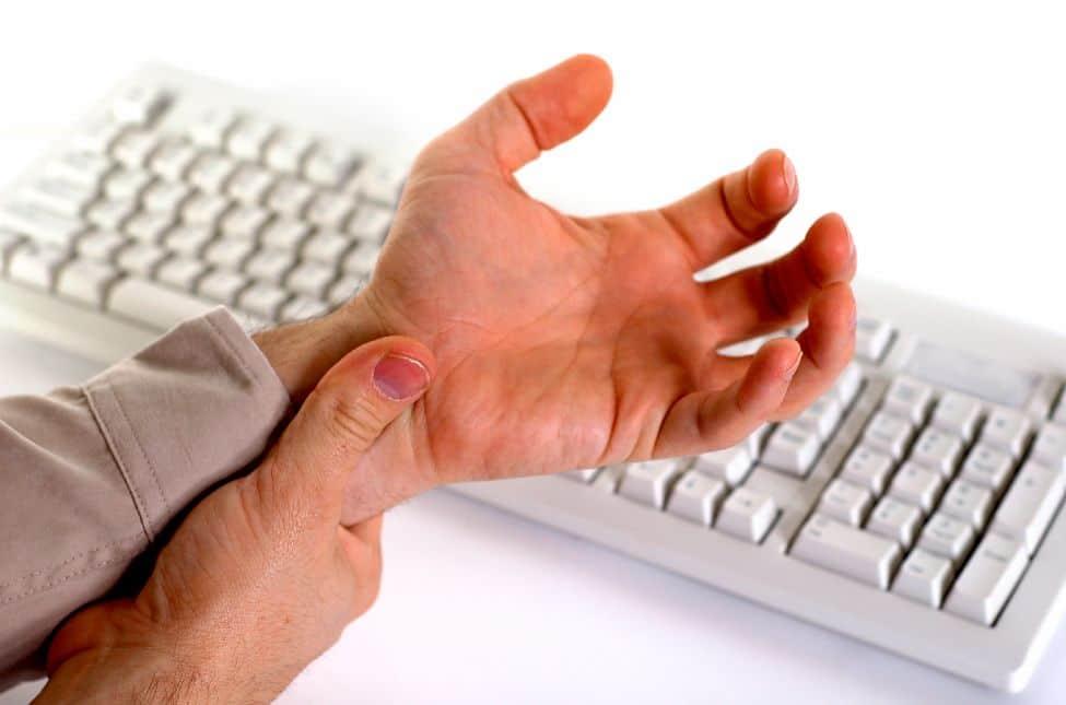 أعراض متلازمة ضيق قناة الرسغ (النفق الرسغي)