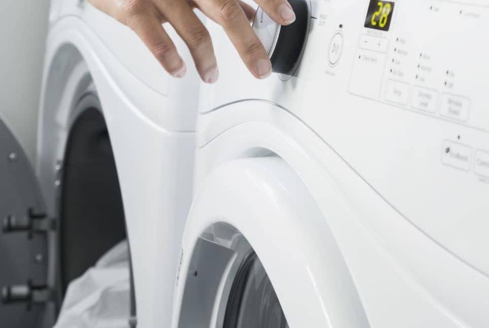 تنظيف وتبيض الملابس