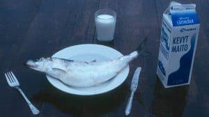 شرب الحليب بعد تناول السمك