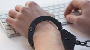 """إدمان الإنترنت بين الحقيقة والوهم """"الوقاية وسبل العلاج"""""""