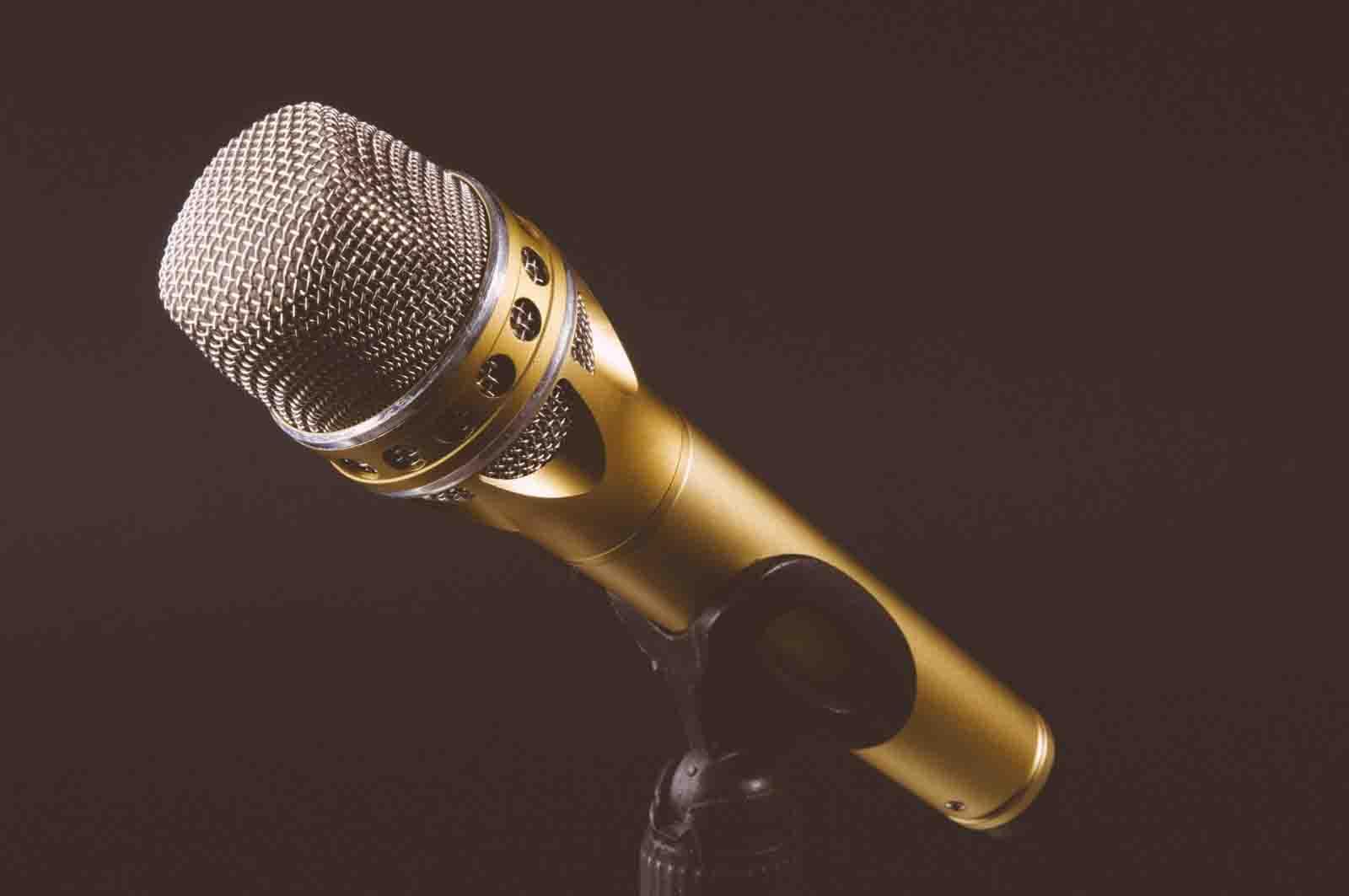 كيف تكون متحدثًا بارعًا تجيد فن الخطابة على غرار ديل كارنجي؟