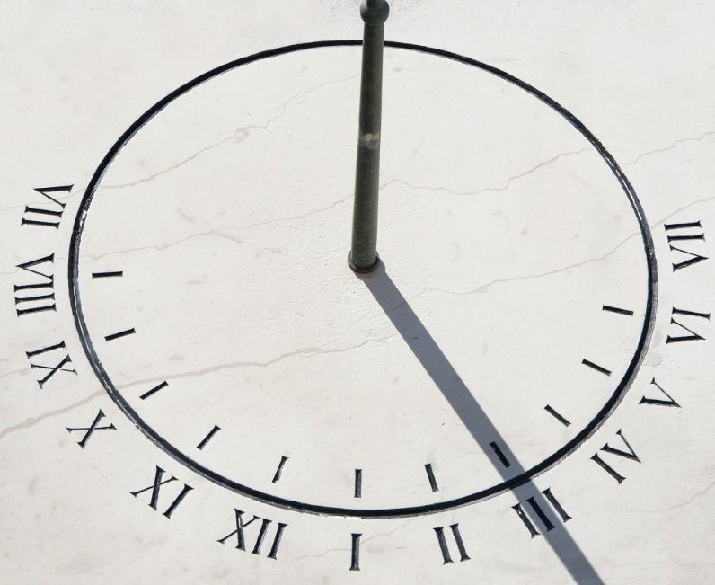 الساعة الشمسية
