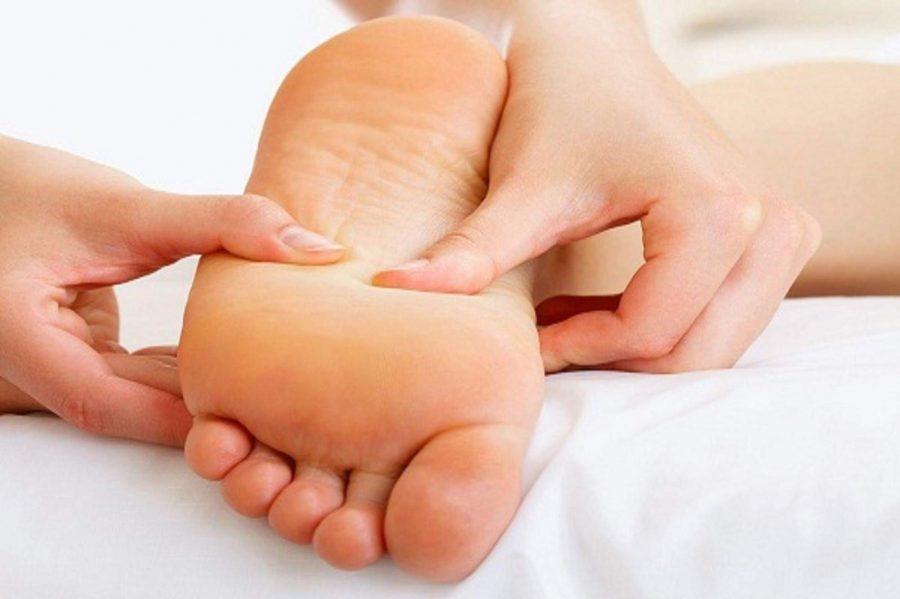 طريقة عمل تدليك الأقدام في طب المنعكسات