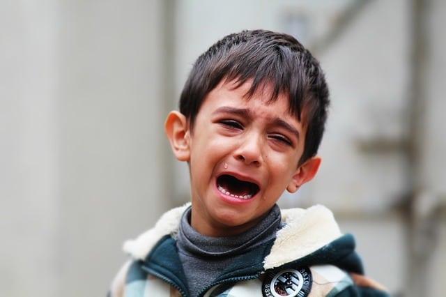 الحيل النفسية للتعامل مع الطفل العنيد