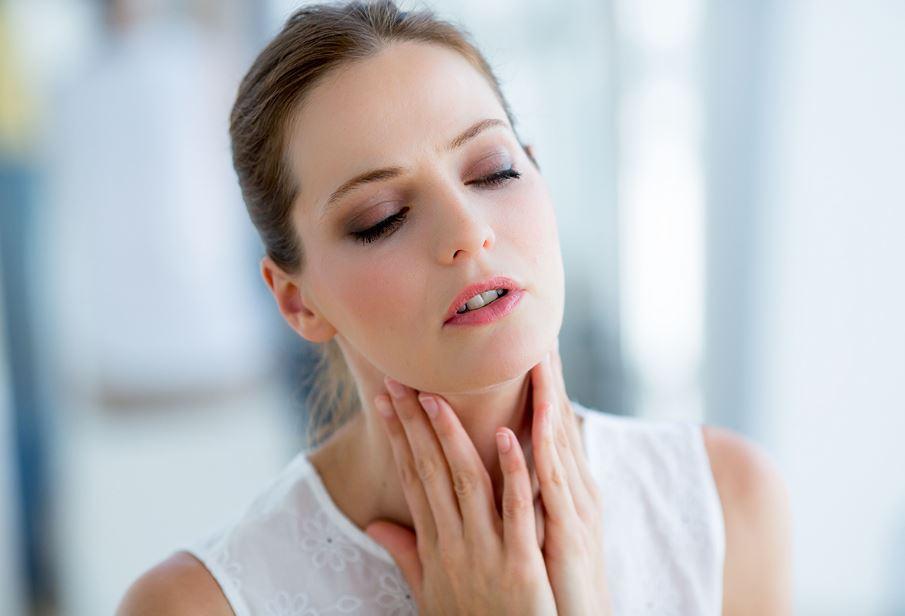 أسباب التهاب البلعوم وأعراضه وطرق علاجه المنزلية والطبية