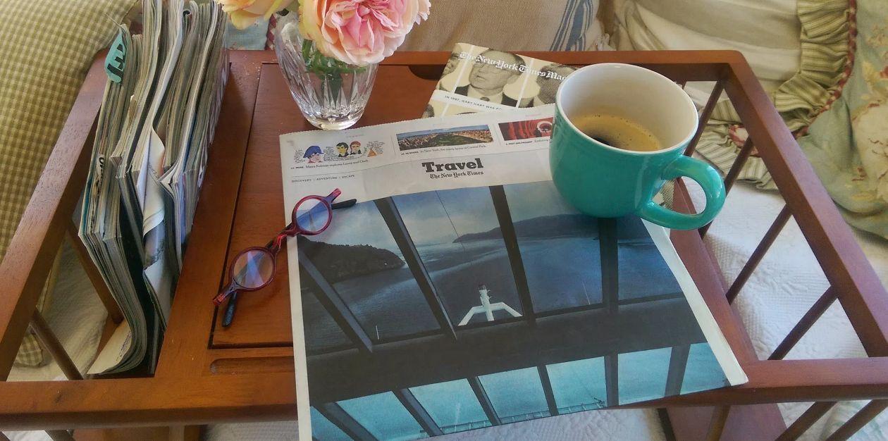تناول كوب من القهوة أو الشاي ..