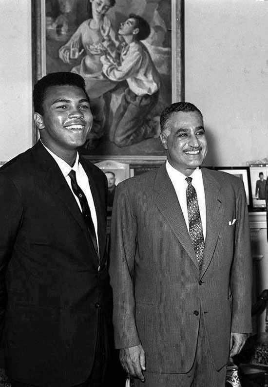 صورة مع الرئيس جمال عبد الناصر.