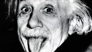 دروس وعِبَر من قصة حياة ألبيرت أينشتين