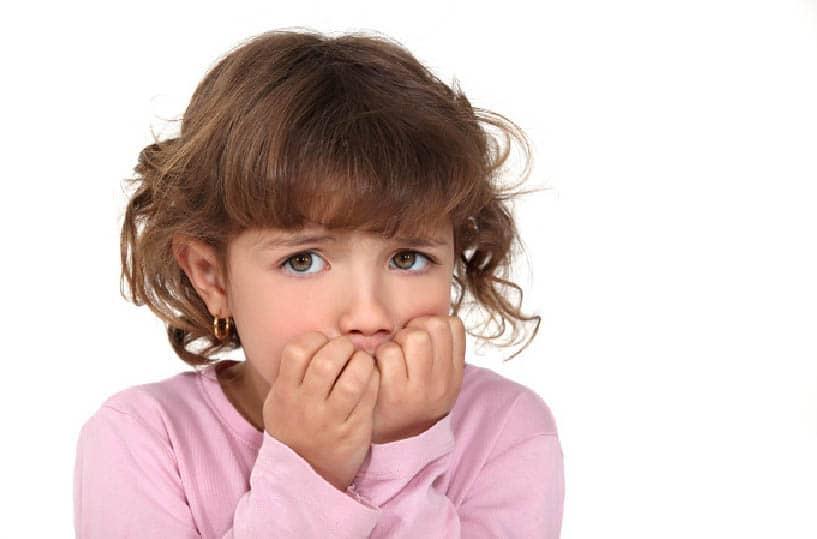 كيف أتغلب على مشكلة قضم الأظافر لدى طفلي