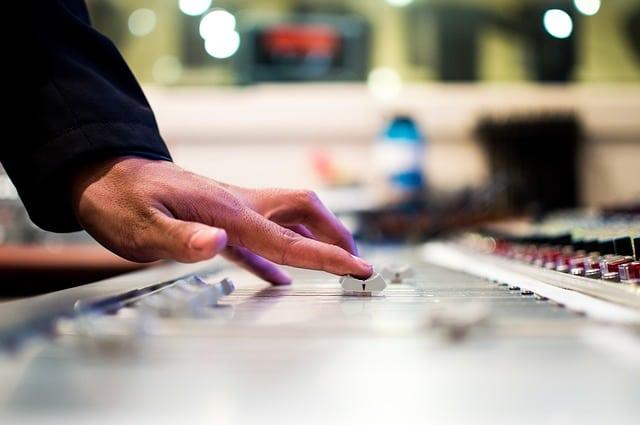 تأثير أغاني المهرجانات ومنهجية العربية الـ 128