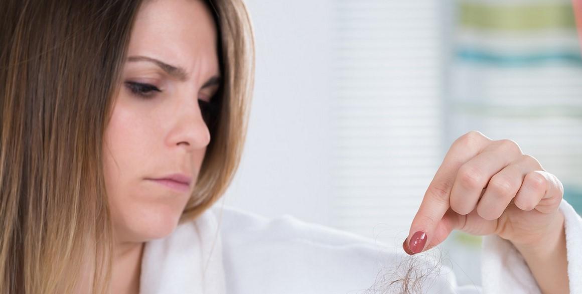 تساقط الشعر قد تكون أسبابه عادات خاطئة فما هي تلك العادات؟