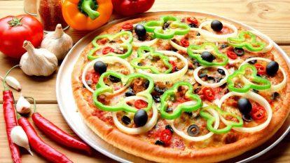 طريقة عمل البيتزا لأكثر من نوعٍ مع معرفة سر نجاحها