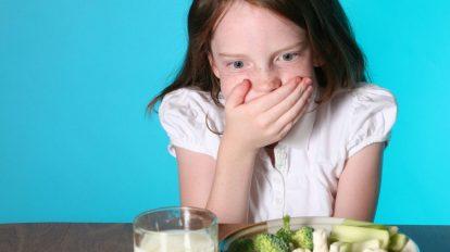 القيء عند الأطفال ...أسبابه وطرق علاجه