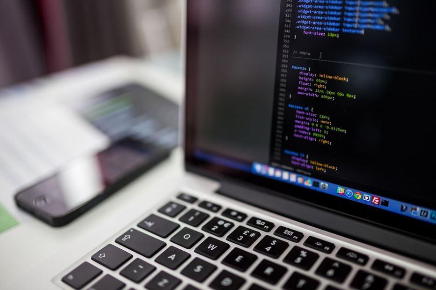 تعرف إلى لغات البرمجة الأنسب للمبتدئين في هذا المجال