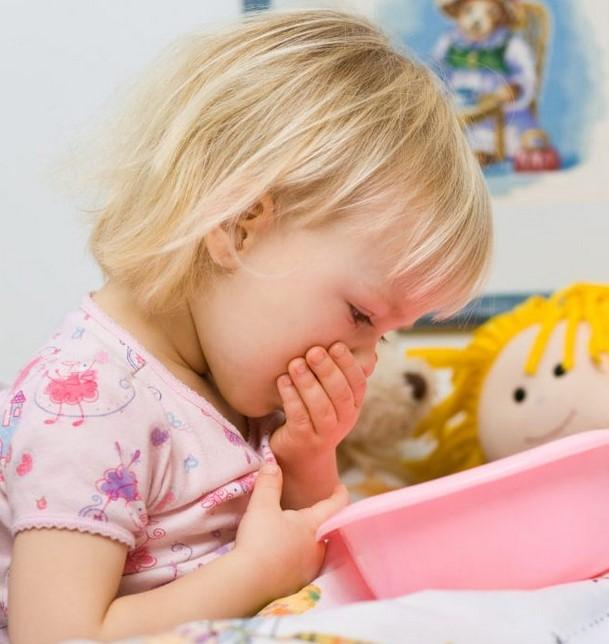 عند استنشاق رائحة البنزين يحدث القيء عند الأطفال
