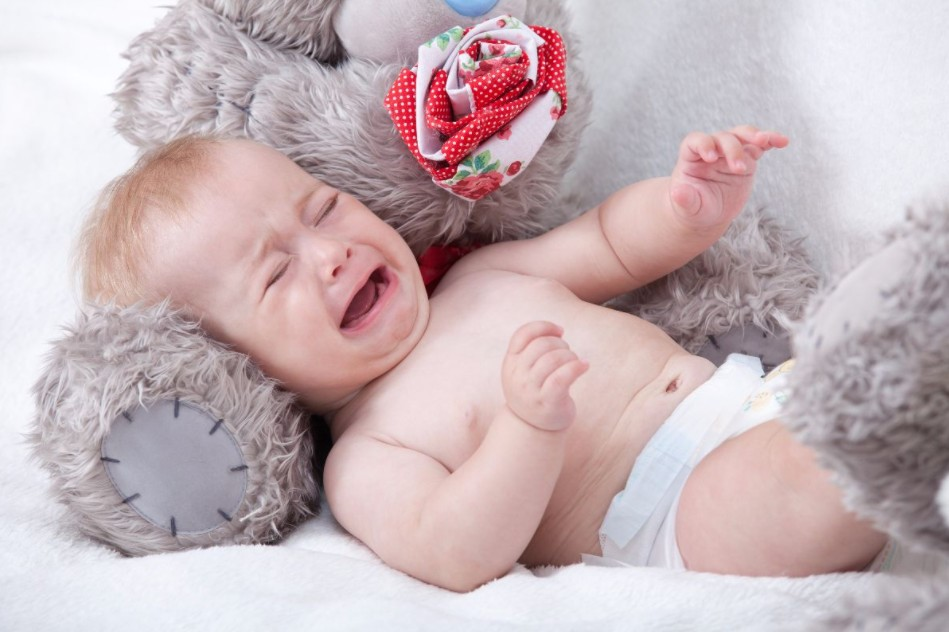 أسباب لا تعرفينها وراء بكاء الطفل أثناء النوم