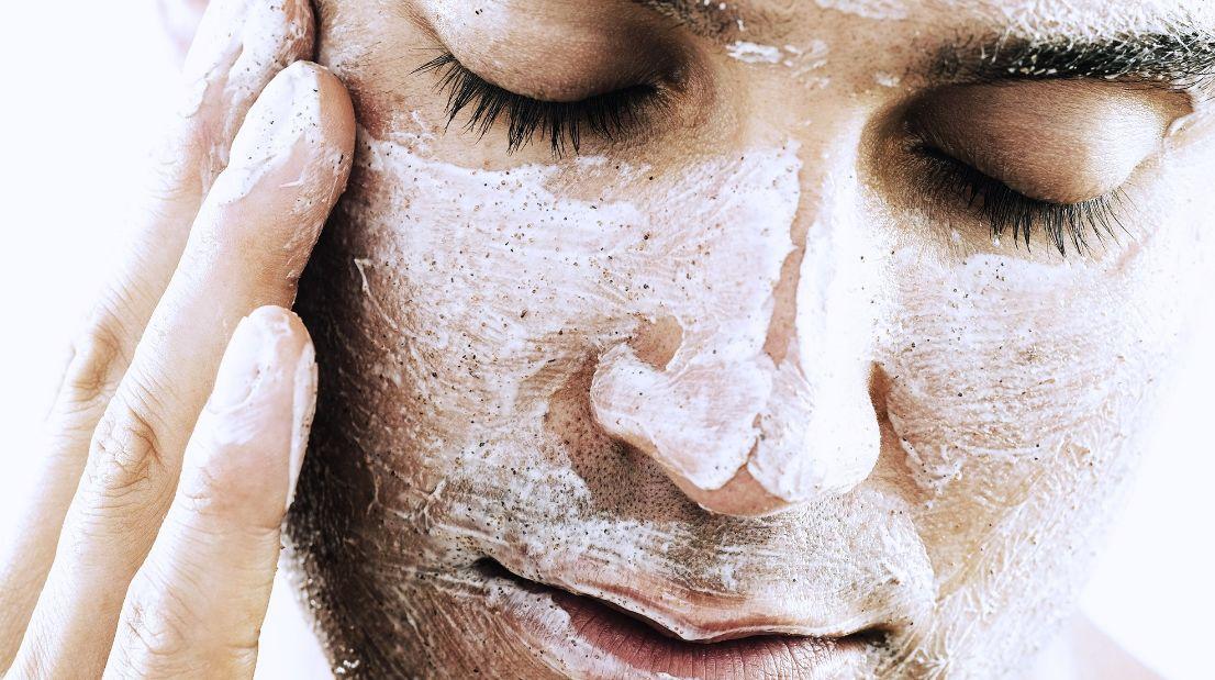 تقشير البشرة والتخلص من الخلايا التالفة