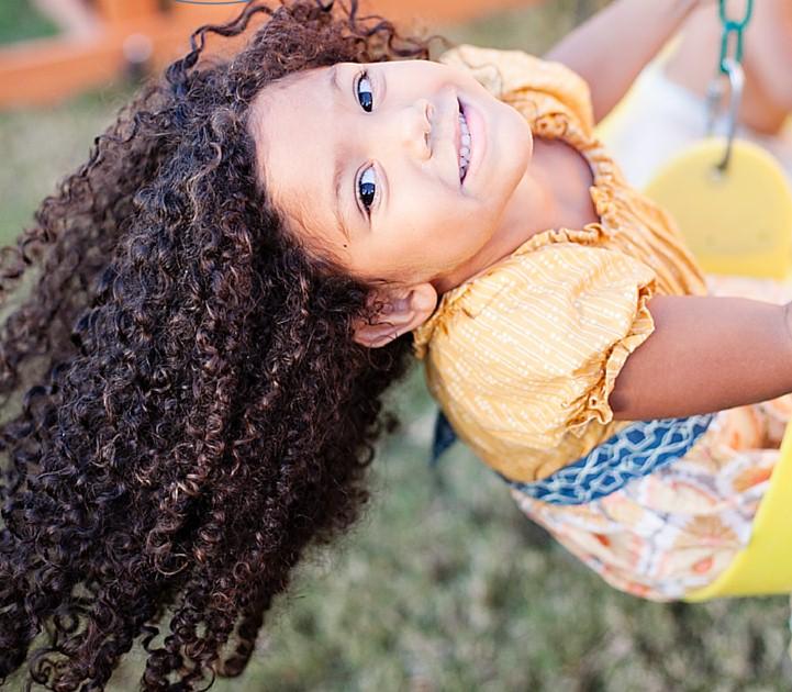 هل هناك خطورة من فرد شعر الأطفال بالكرياتين أو البروتين؟