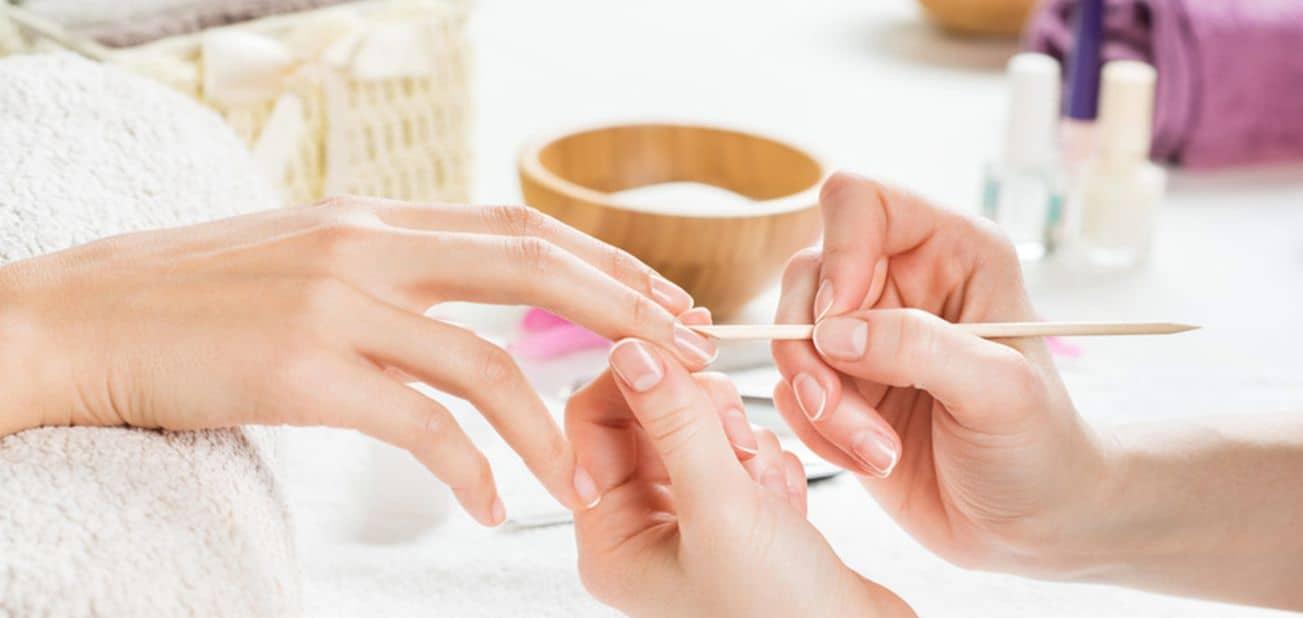 إزالة الجلد الميت والزوائد الجلدية