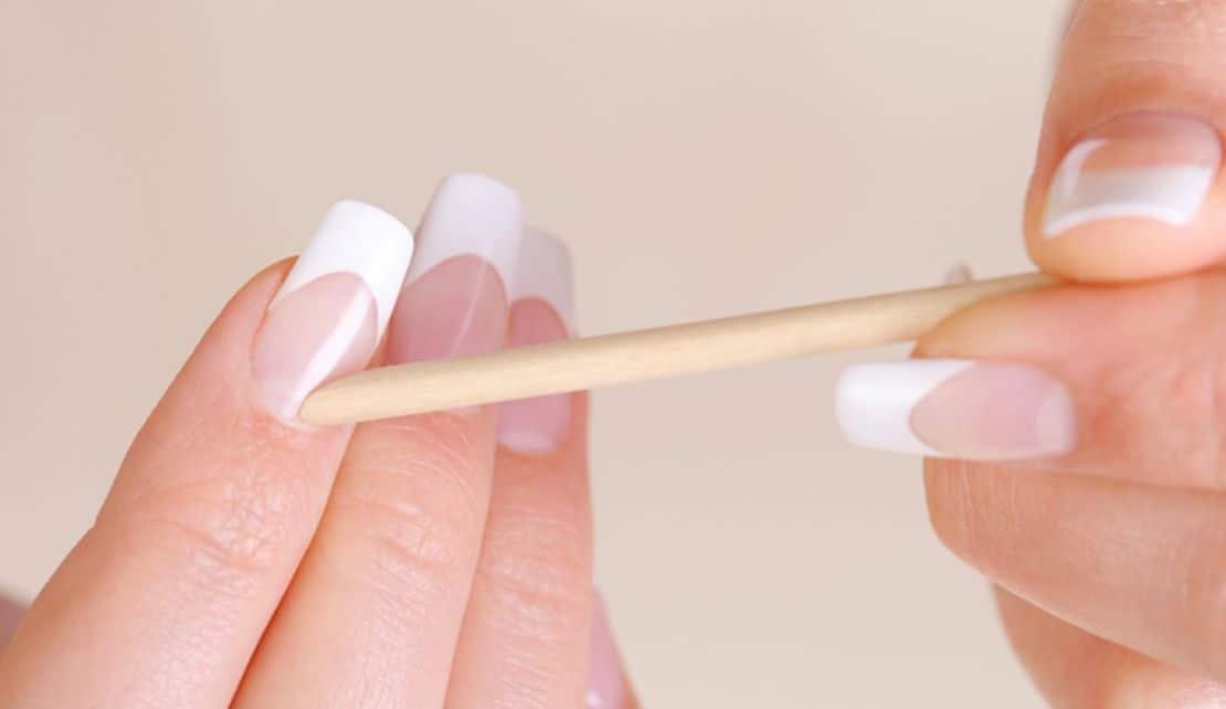إزالة الزوائد الجلدية واللحمية المحيطة بالأظافر