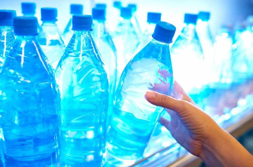 اتبع الطريقة الصحيحة في شرب لترين من الماء