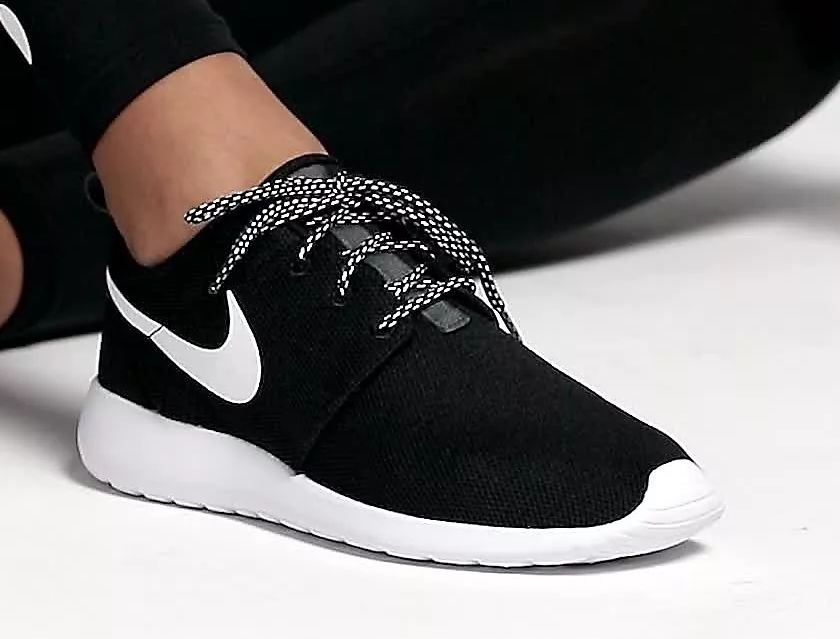 الحفاظ على نظافة الحذاء الأسود