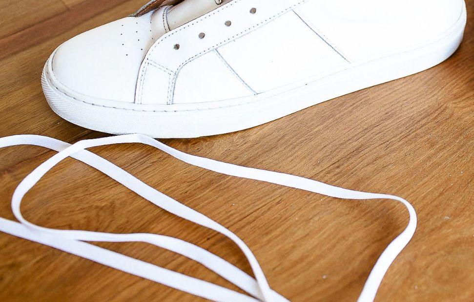 تنظيف أربطة الحذاء الرياضي