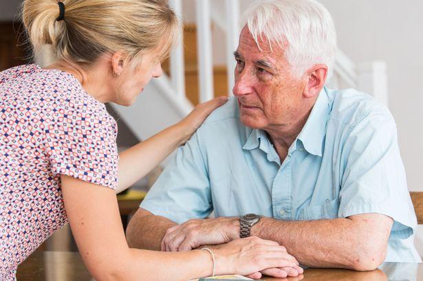 دليلك للتعرف على مرض الخرف وكيفية التعامل مع المصابين به