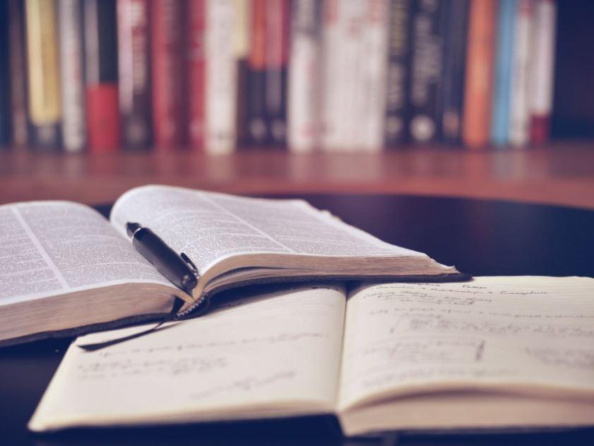 كيف تكتب بحثًا متقنًا ووفق المعايير الأكاديمية الصحيحة؟