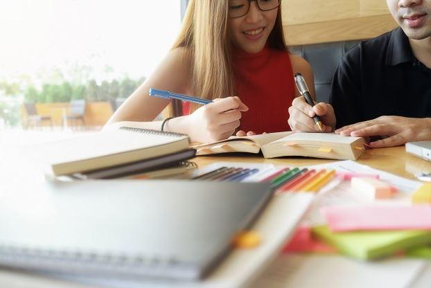 كيف اتعلم اللغة الانجليزية بسهولة؟  10 نصائح للتعلم بشكل أسرع وأسهل
