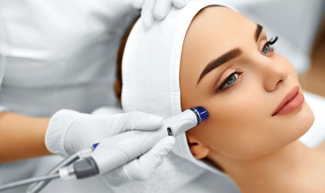 إزالة الحفر من الوجه بالتقنيات الطبية
