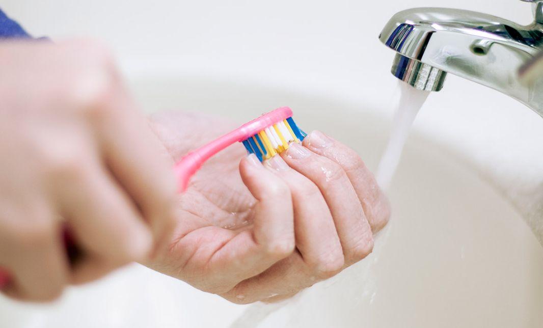 فوائد فرشاة الأسنان