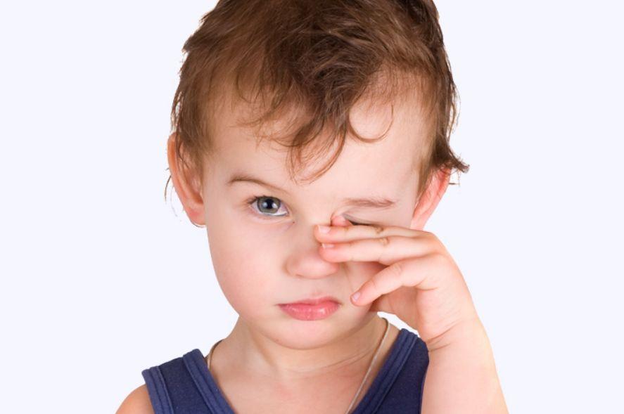 أسباب التهاب العين عند الأطفال