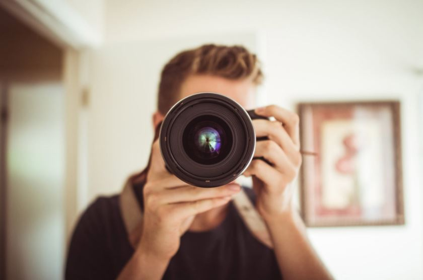 eb29717f3 دائمًا ما تكون عملية اختيار العدسة من الأمور المحيرة لمختلف المصورين  ومستخدمي الكاميرات الفوتوغرافية، وحتى التعرف إلى أنواع عدسات التصوير  الفوتوغرافي ...