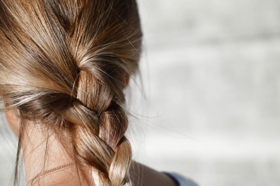 تحديد لون الشعر تحت أشعة الشمس